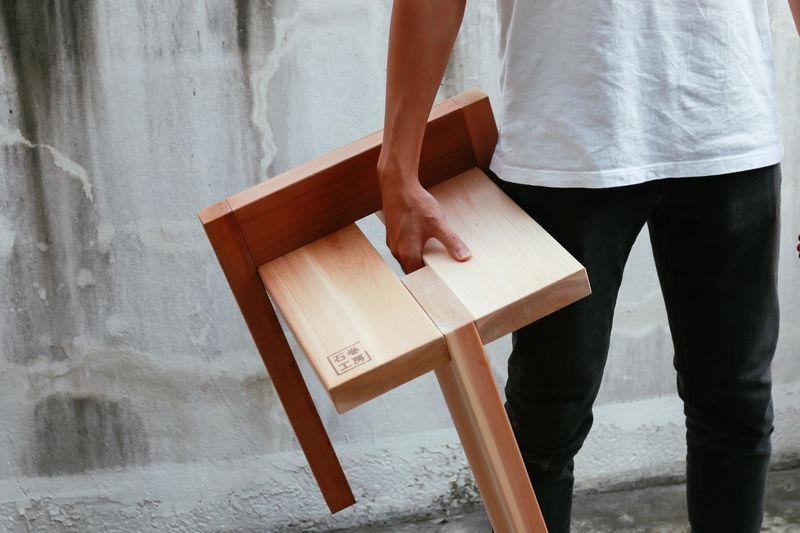 Mẫu ghế 3 chân siêu nhẹ (the Tripodal stool)